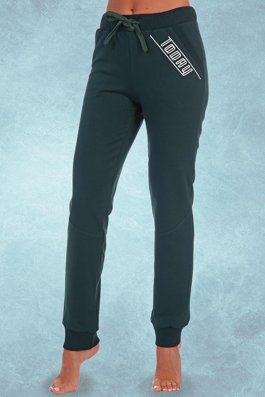 Стильные брюки зеленого цвета