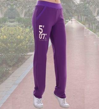 Сиреневые брюки в спортивном стиле