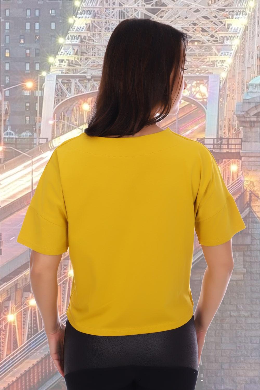 Стильная футболка горчичного цвета