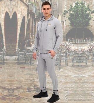 Серый костюм спортивный