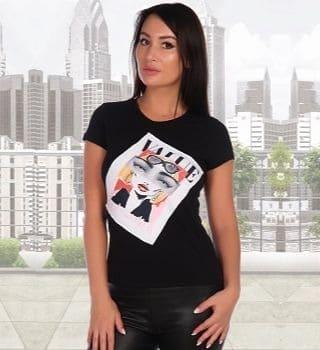 Черная красивая футболка с принтом