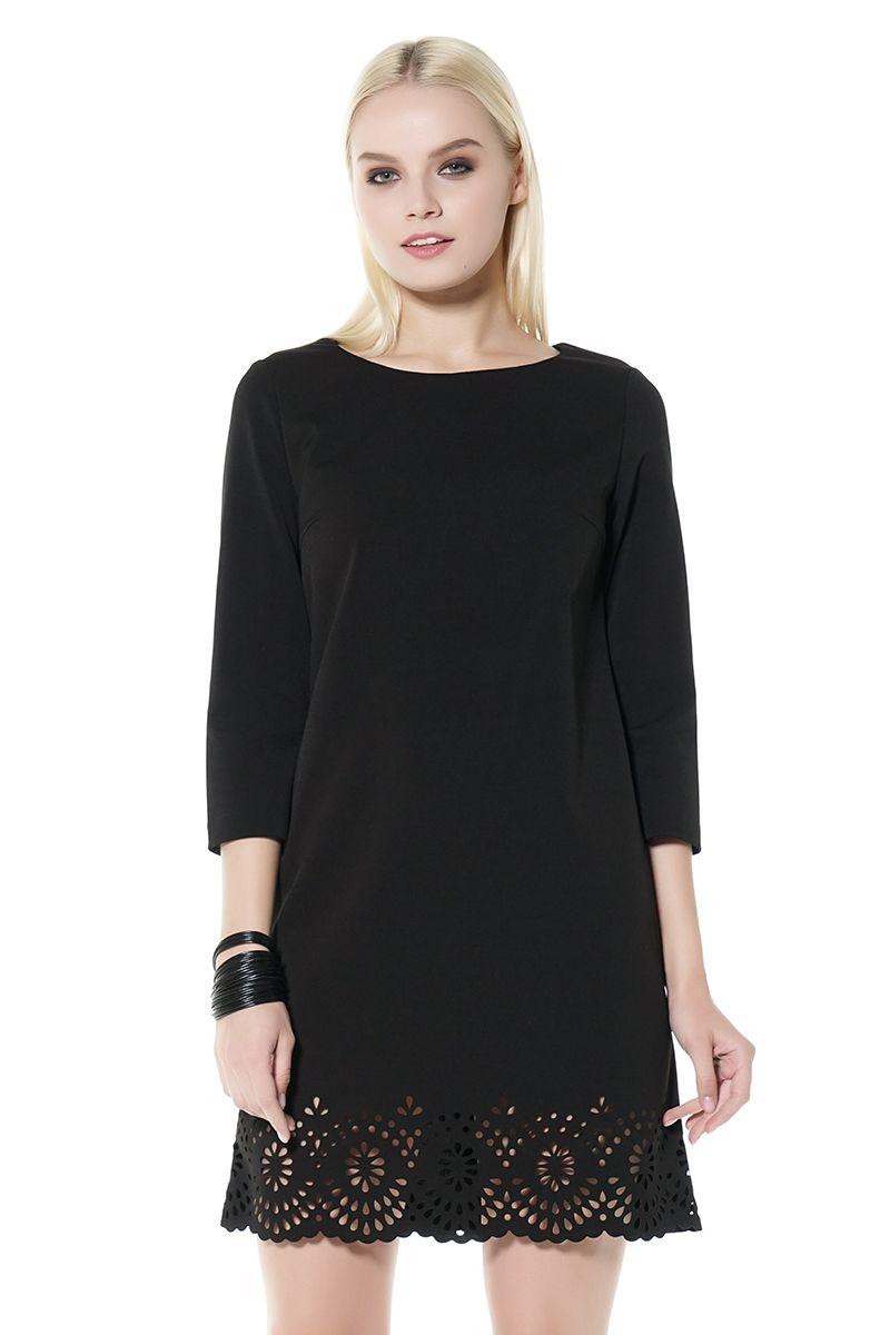 Черное платье А-образного силуэта