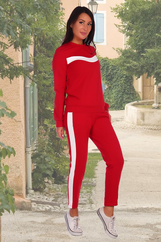 Красный женский костюм с лампасами