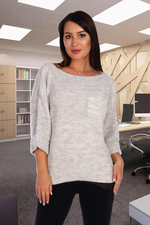 Светло-серый свитер свободного силуэта