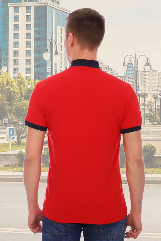 Красная мужская футболка