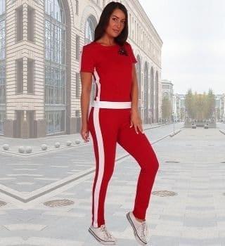 Красный костюм с лампасами