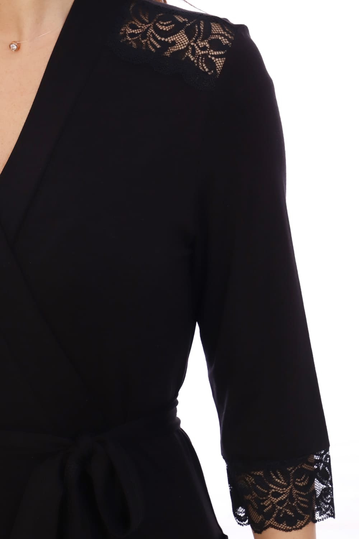 Черный халат из вискозы с кружевом