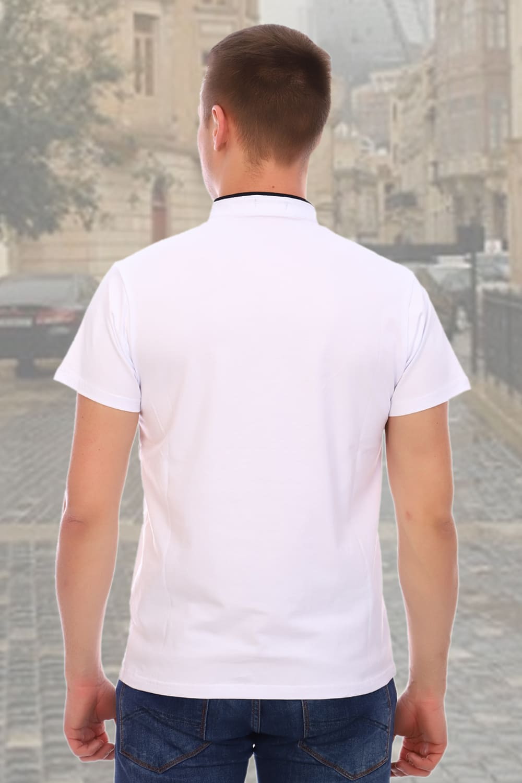 Белая футболка с воротником стойка