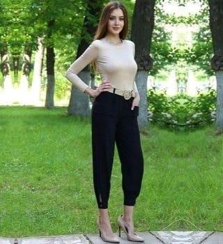 Льняные брюки черного цвета