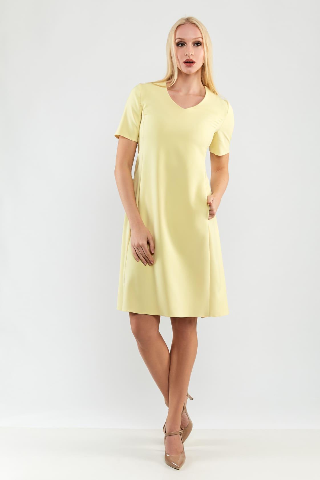 желтое платье с кратким  рукавом