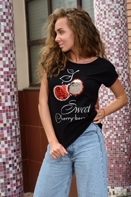 черная футболка с пайетками