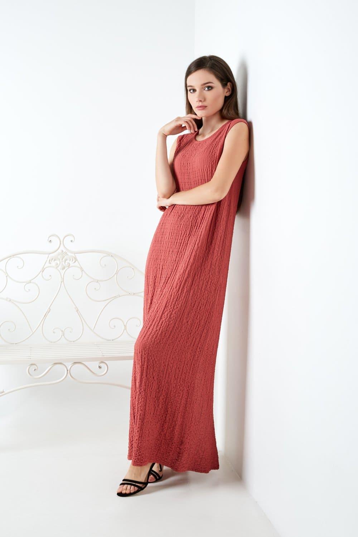 терракотовое длинное платье