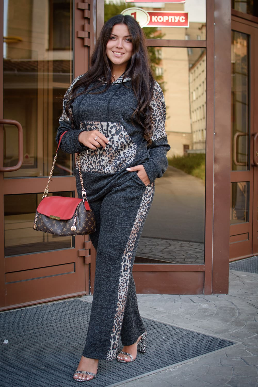 костюм с леопардовым принтом