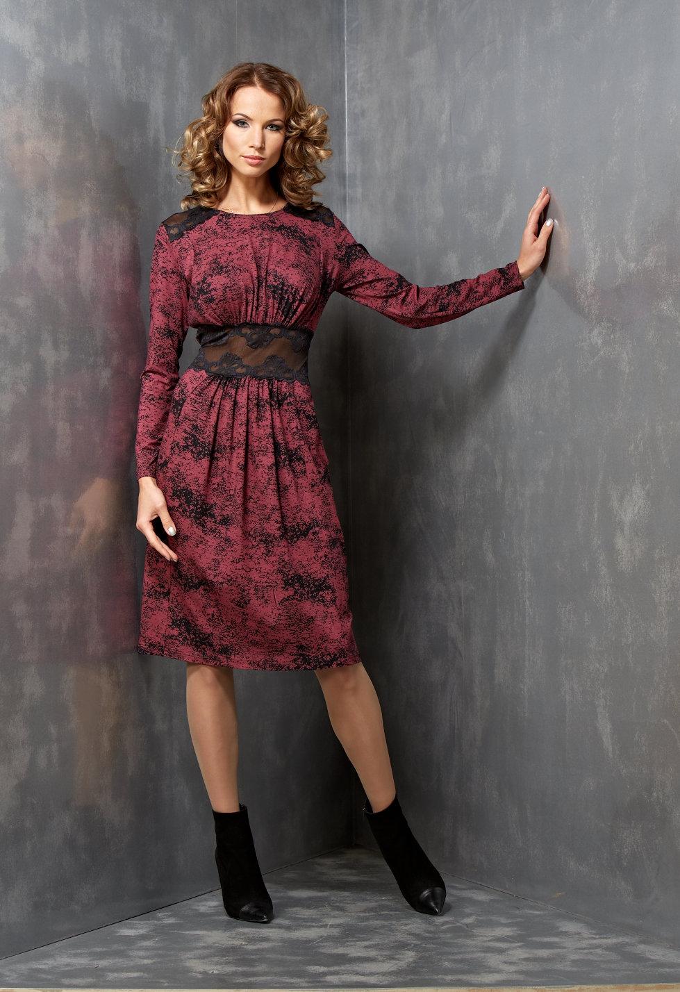 Эффектное платье с кружевом B3 073