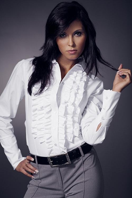 Модная белая женская блузка с рюшами Nife К01